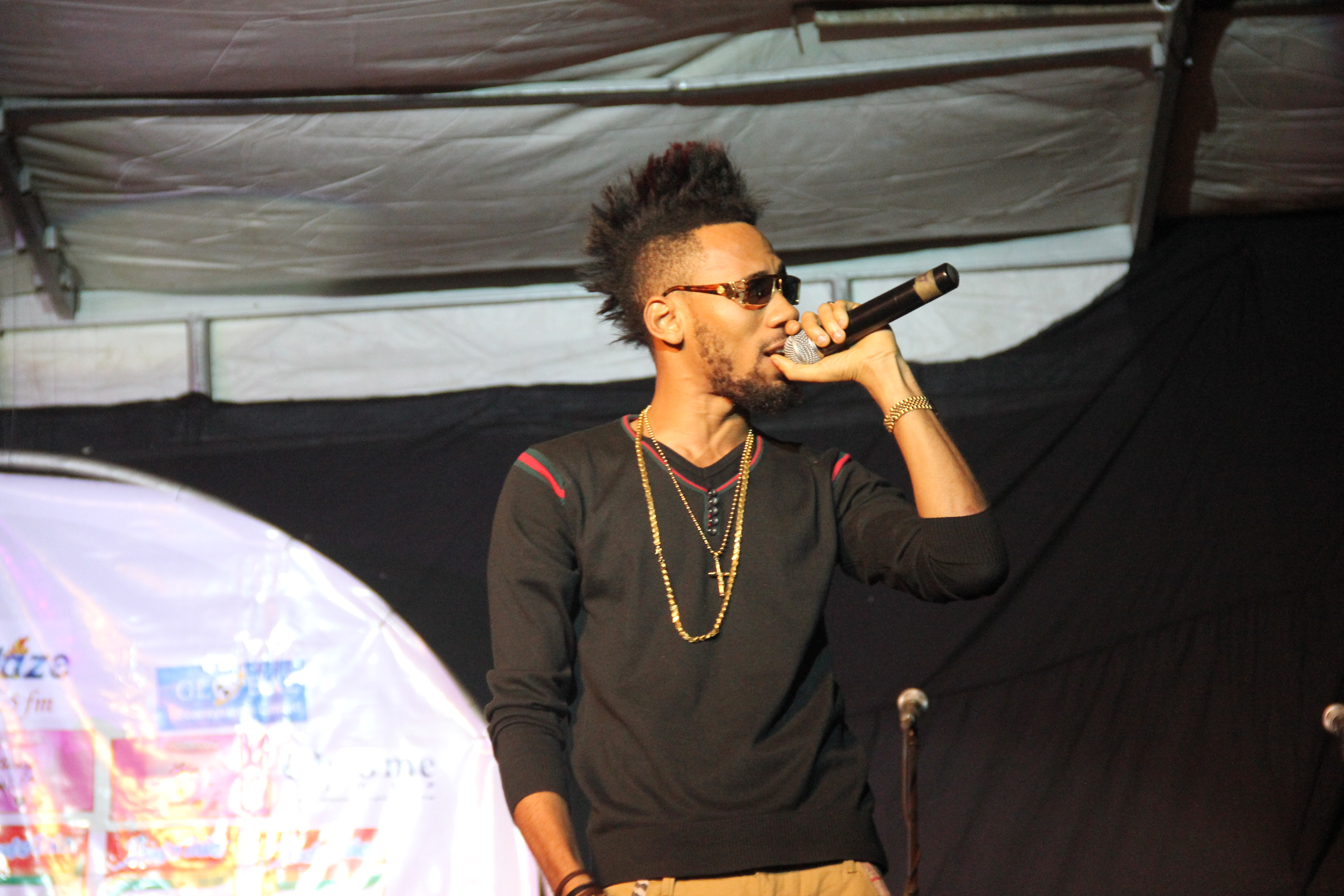 Phyno performing Ghost mode on stage