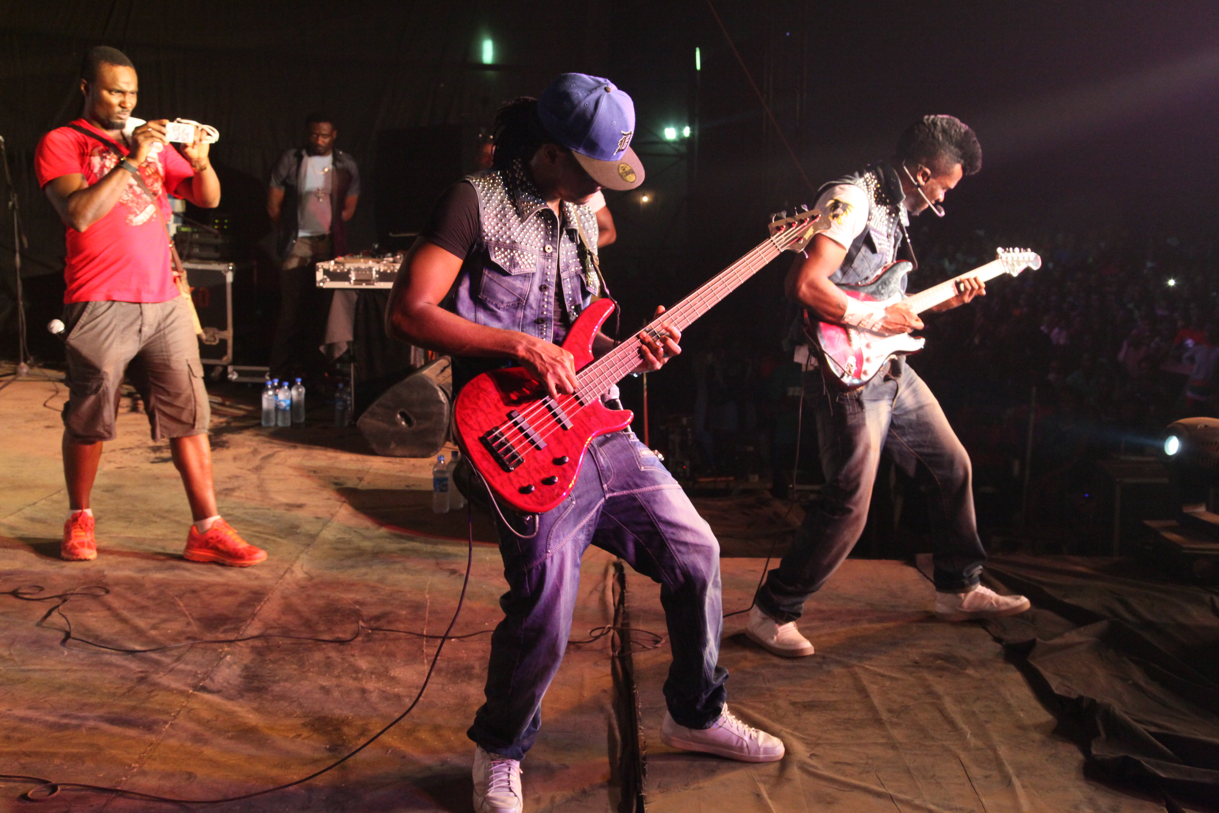 Psquare entertaining crowd with guitar